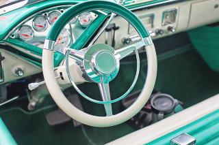 Vintage-car-852239_640